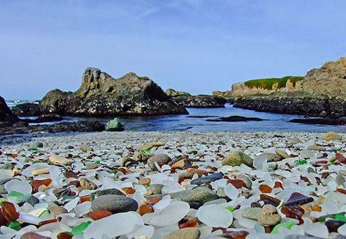 das sind keine kieselsteine der glass beach besteht wie der name schon verraet aus glas  495x343 - درباره کشور گرجستان